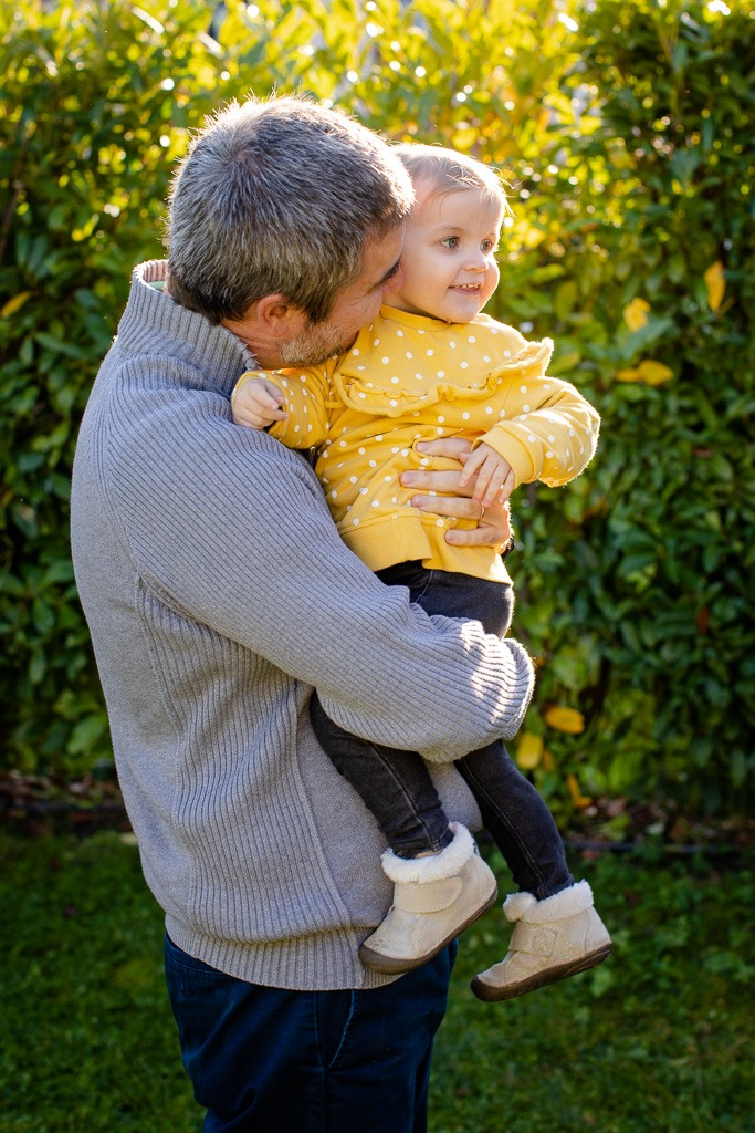 father cuddles his daughter in family photo shoot vaud